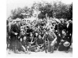 Miembros del batallón Gernika, en Montalivet (Gironda). Abril de 1945. Fot. Archivo Pedro Ordoqui [extraído de www.euskomedia.org]